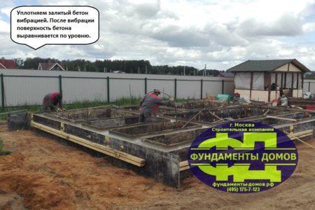 Уплотнение бетона ростверка вибратором